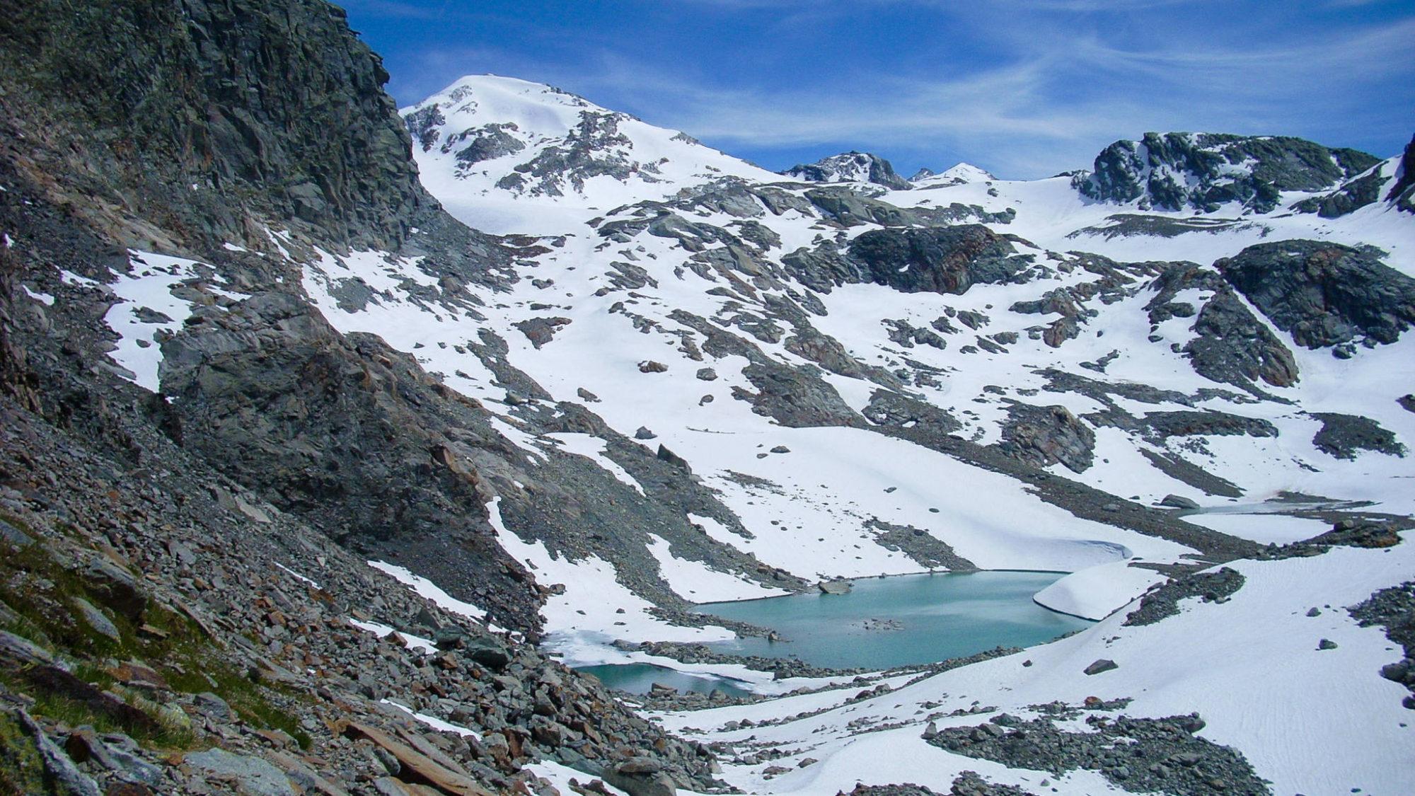 Le lac de Bellacomba en début de saison