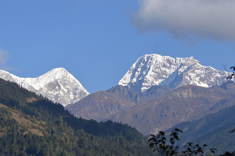 Vues imprenables sur les montagnes de l'Himalaya du Népal, vallée du Solu