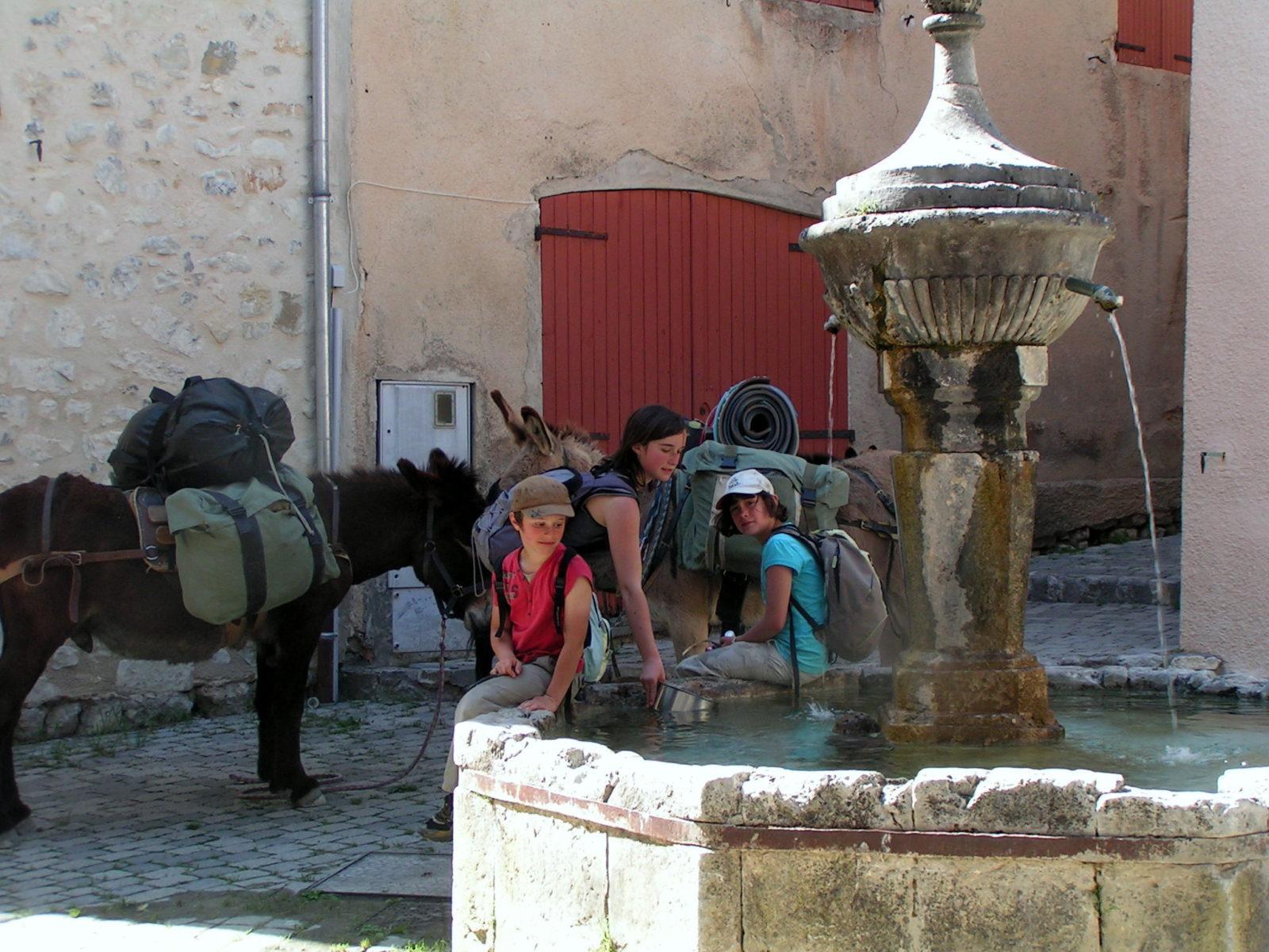 Halte de fraîcheur autour de la fontaine