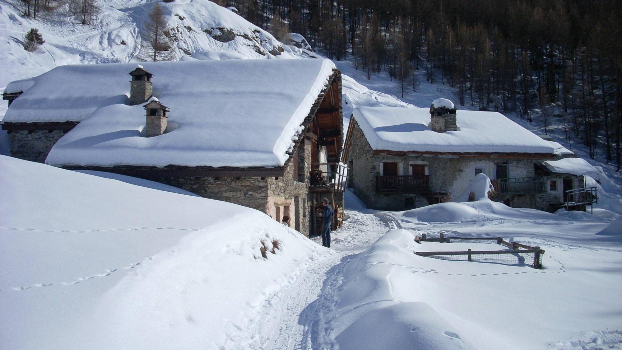 Le Monal, hameau d'alpage face au Mont-Pourri et proche de l'Italie