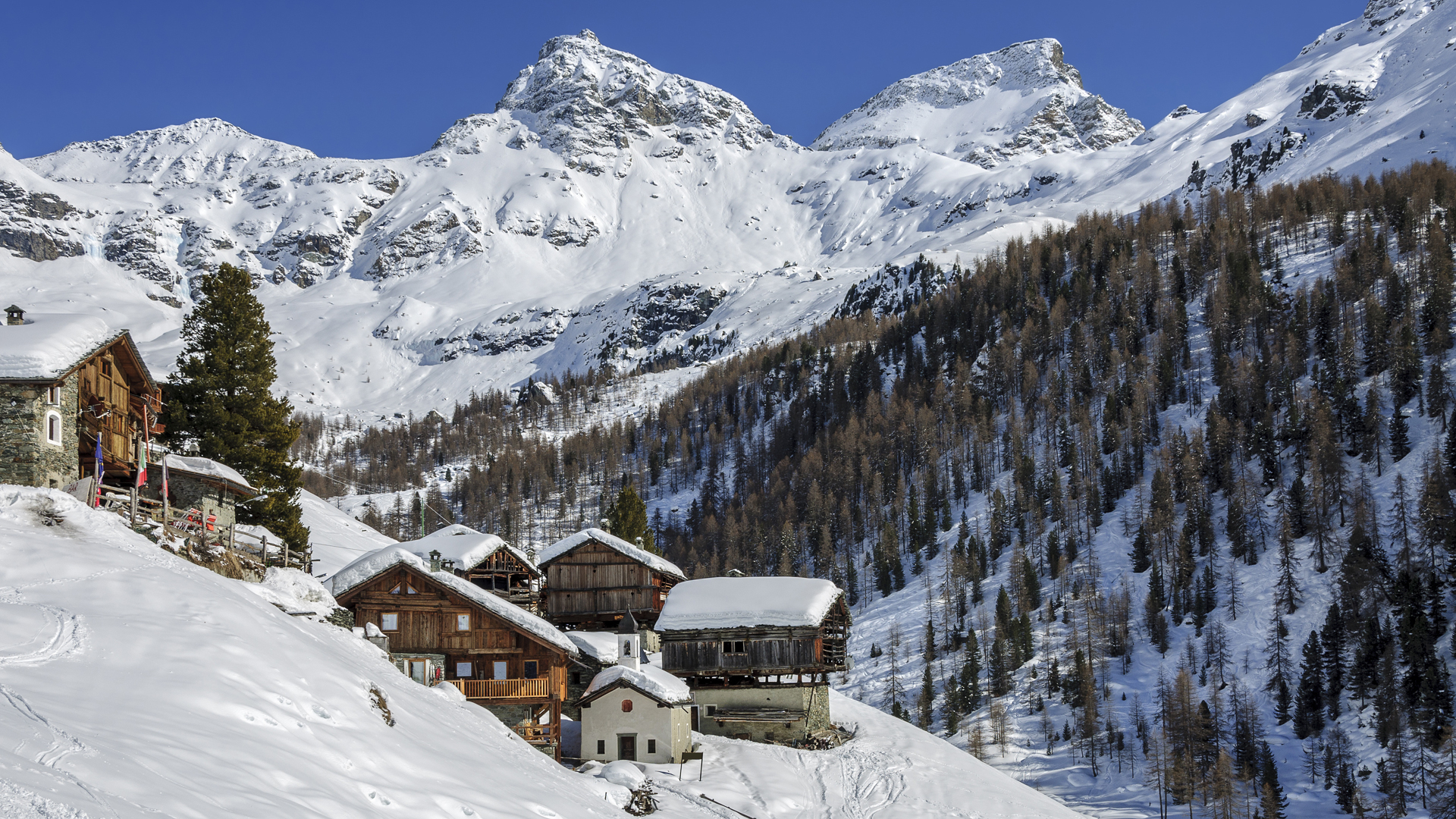 Villa de Cuneaz sous la neige, dans le Val d'Aoste