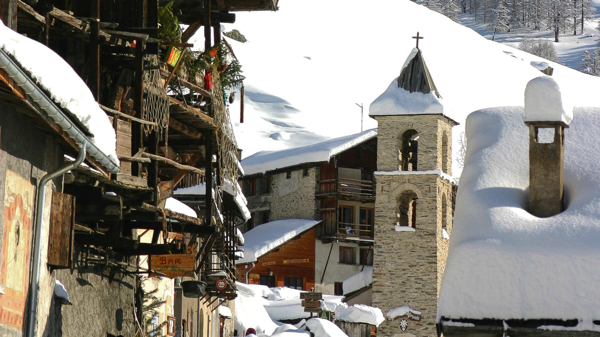 Hameau du Queyras, paradis de la raquette en hiver !