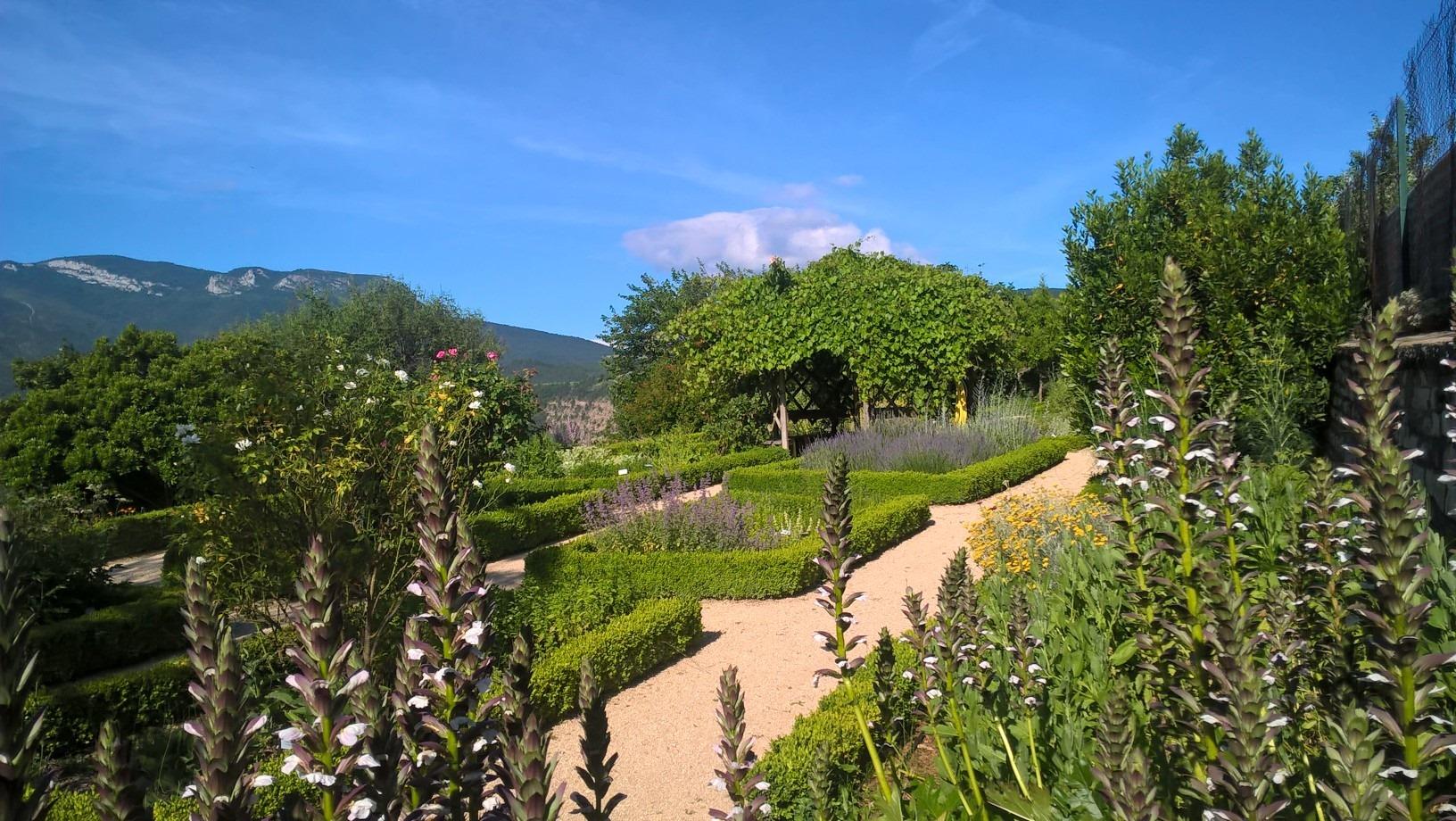Le jardin de plantes médicinales du Monastère de Sainte Croix