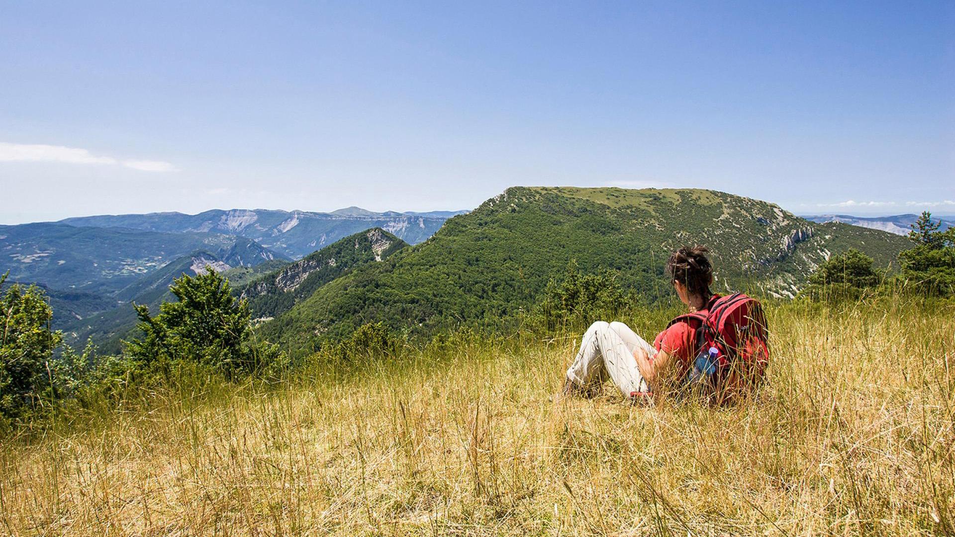 Halte avec vue sur les montagnes du Diois