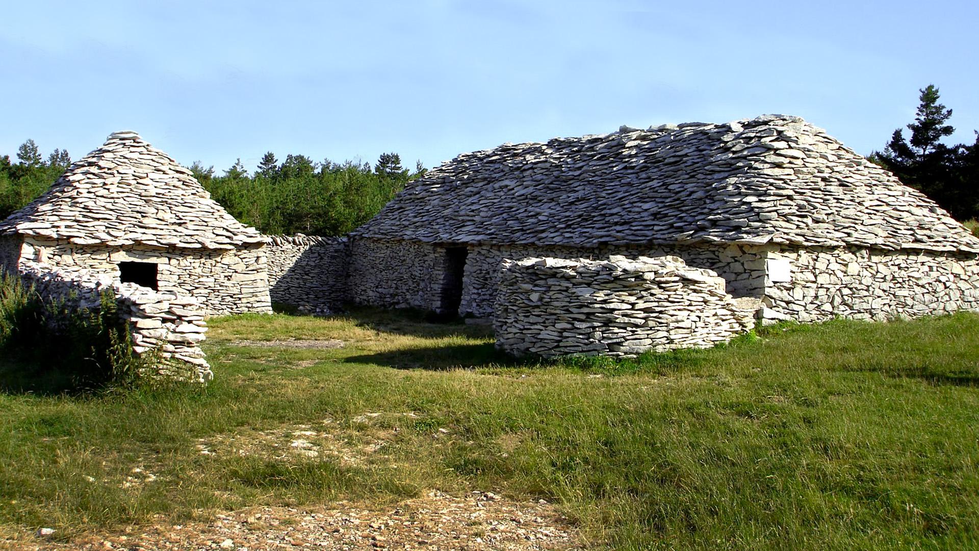 Le Cantadour et ses bergerie de pierre sèche