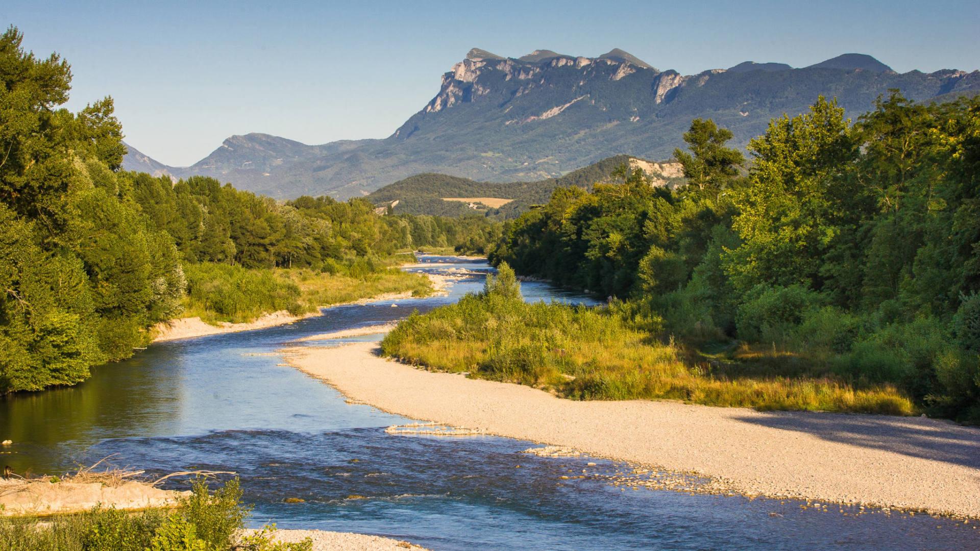 La rivière Drôme et la montagne des 3 Becs
